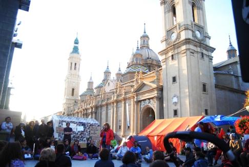 0-plaza_del_Pilar_15M_2011